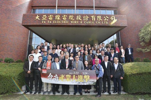 財金文化謝金河董事長帶領金融考察團蒞臨大亞集團參訪